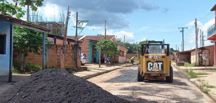 Prefeitura Municipal continua fazendo a operação tapa buracos com recursos próprios