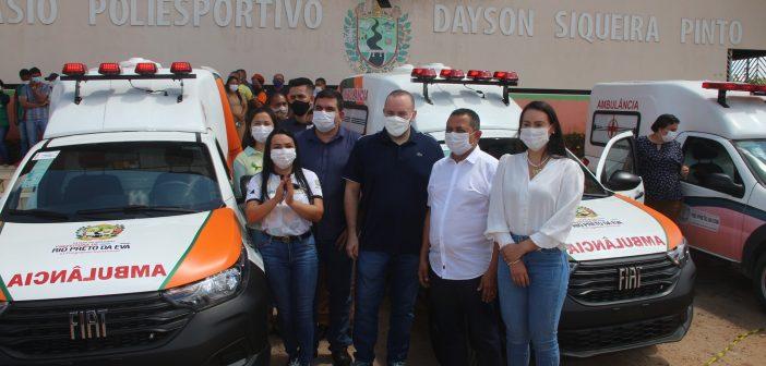 O prefeito Anderson Sousa e o Dep. Estadual Fausto Júnior, entregaram nesta sexta-feira, 03, as chaves de duas ambulâncias zero km
